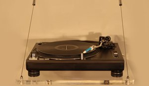 Wall Mounted Turntable Shelf from Audio Suspension