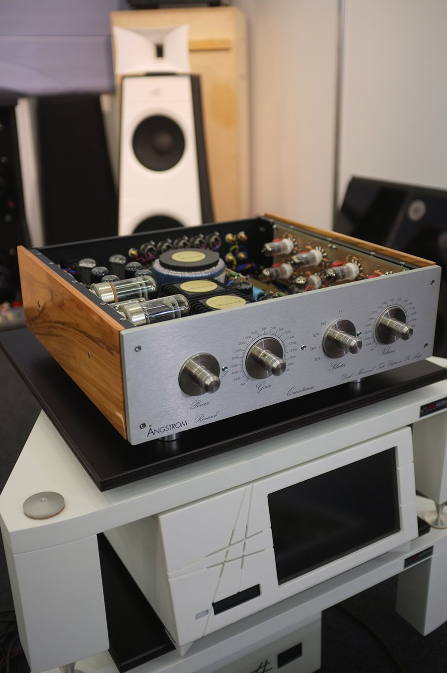 Tubes And Valves At High End 2016