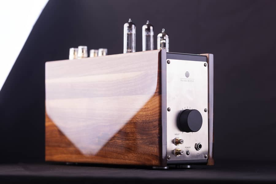 A Piano Gloss Finished American Walnut Wood Casing Lukasz Feliks Claims That It Not Only Sounds Good But Is Real Piece Of Modern Art On Your Desk